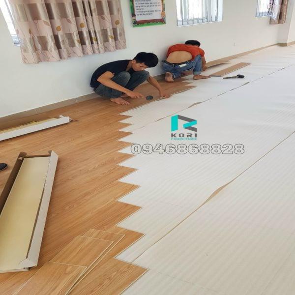Thi công sàn nhựa hèm khóa tại Hà Nội